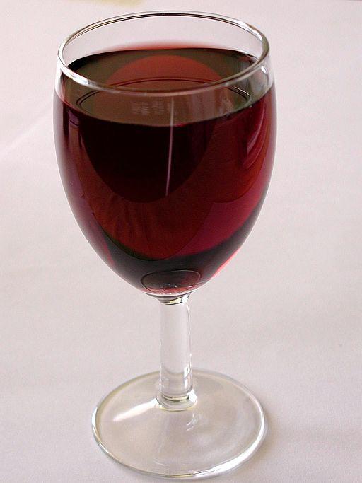 Bild på ett rödvinsglas som introduktion till texten